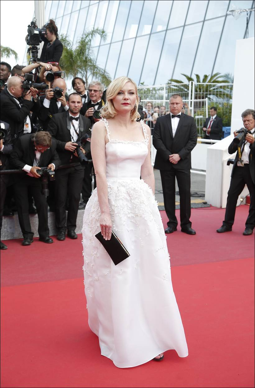 Jury member Kirsten Dunst poses for photographers upon arrival at the screening of the film Loving at the 69th international film festival, Cannes, southern France, Monday, May 16, 2016. (AP Photo/Thibault Camus)